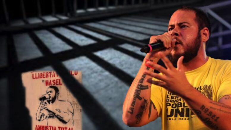Pablo Hasél fa una de les darreres intervencions en públic abans del seu possible empresonament